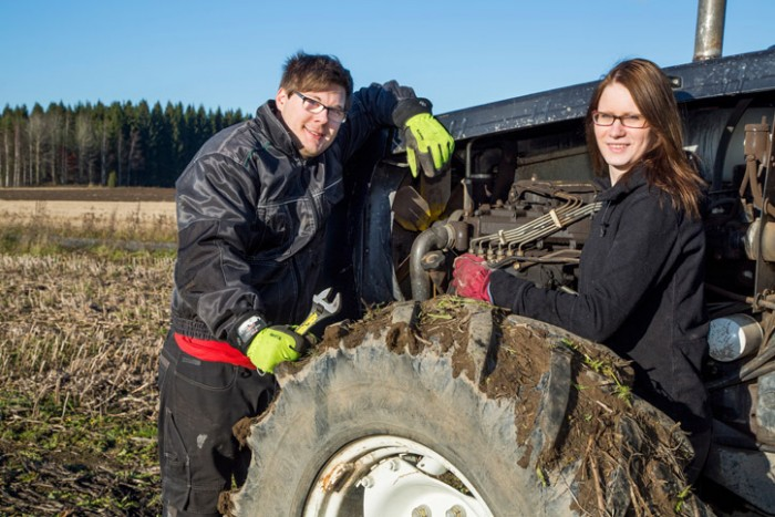 Agriculture students in front of a tractor. Photo: Olli Häkämies