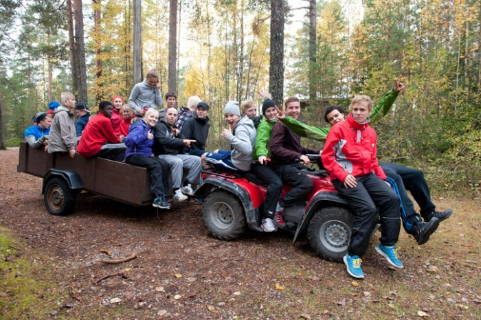 Sports students in a wagon in the forest. Photo: Jyrki Vesa